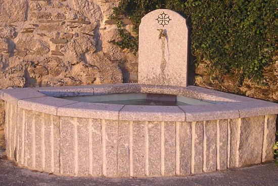 Fontaine en granit du Sidobre