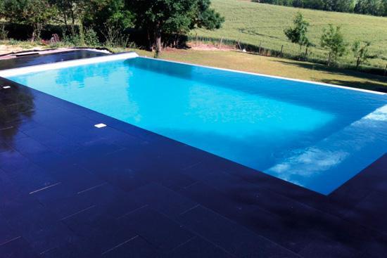 Granit pour l 39 am nagement ext rieur cr ez un jardin de r ve - Margelle piscine noire ...